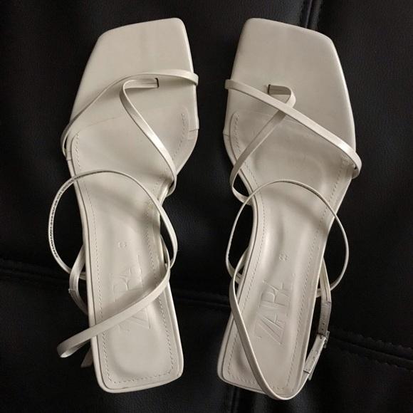 NWOT Ivory/ White Zara Kitten Heel Leather Sandals